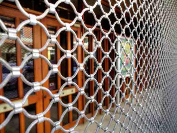 Instalación y mantenimiento de persianas de local comercial